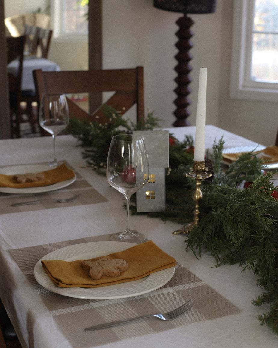 Christmas Table Decor on a Budget + Nutrafarms Discount Code!