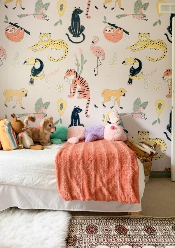 Jungle-themed wallpaper